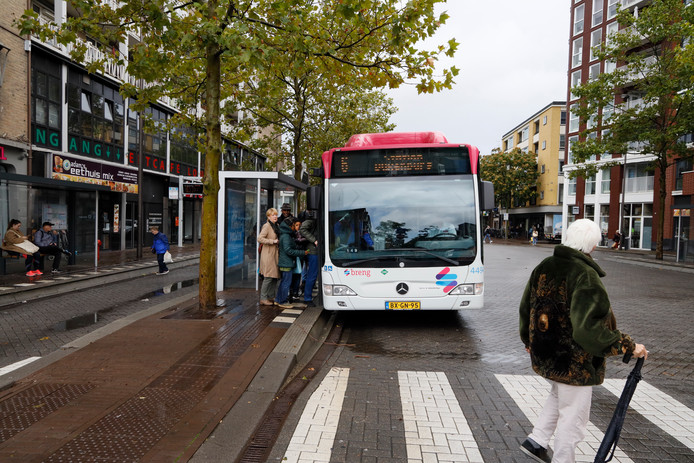 bussen en passagiers op Plein '44