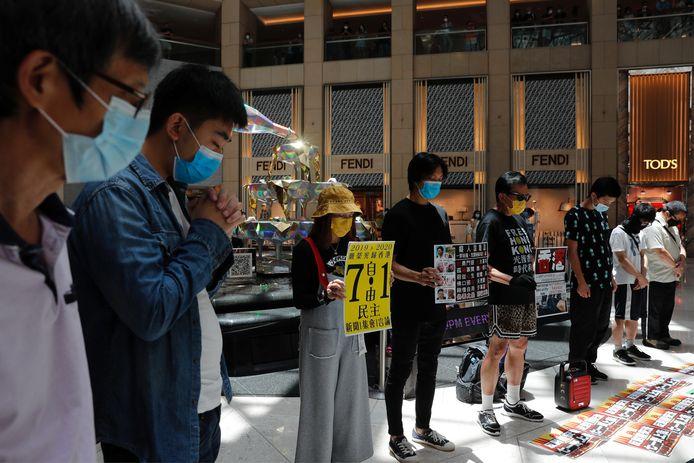 Pro-democratie-supporters in Hongkong houden een minuut stilte tijdens een protest tegen het invoeren van de nieuwe veiligheidswet. Archiefbeeld.