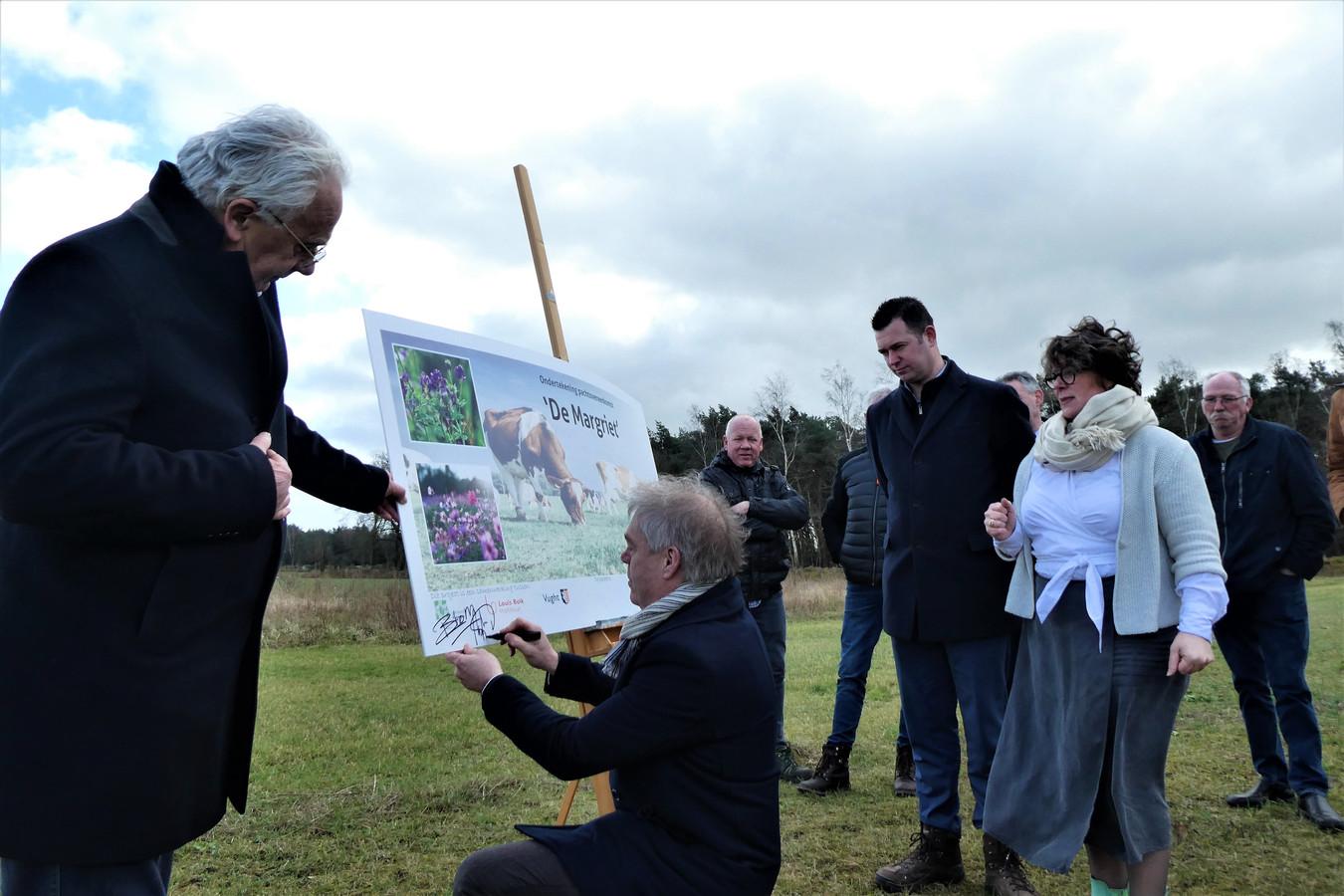 De pachtoverkeerkomst voor landbouwgrond in de Margriet wordt ondertekend door de gemeenten Haaren, Vught en alle argrariërs in het gebied (zestien). De landbouw slaat een duurzame weg in.