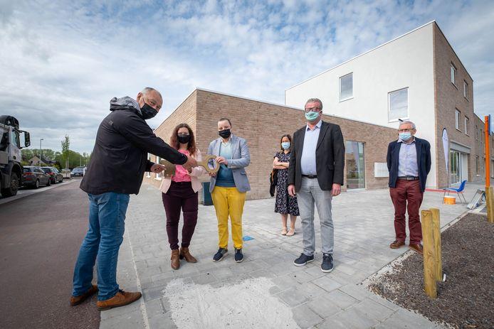 WILLEBROEK Voorstelling van een nieuw woonproject voor mensen met ondersteuningsvraag. Volkshuisvesting Willebroek schenkt de sleutel aan Pegode vzw