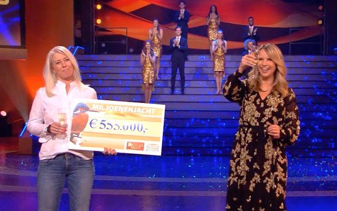 Postcode Loterij Miljoenenjacht. Linda de Mol en Danielle.