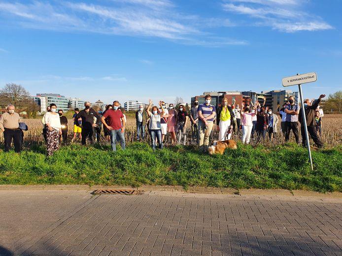 Heel wat buurtbewoners protesteren tegen de komst van drie hotels en een kantoorgebouw op het Bessenveld in Diegem.