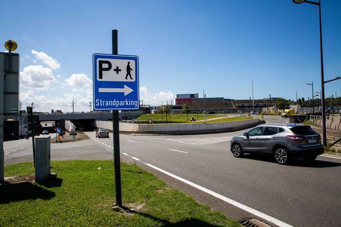 Archief. Wie naar Oostende komt, gebruikt beter de strandparking. In het centrum zijn de parkeerplaatsen volzet.