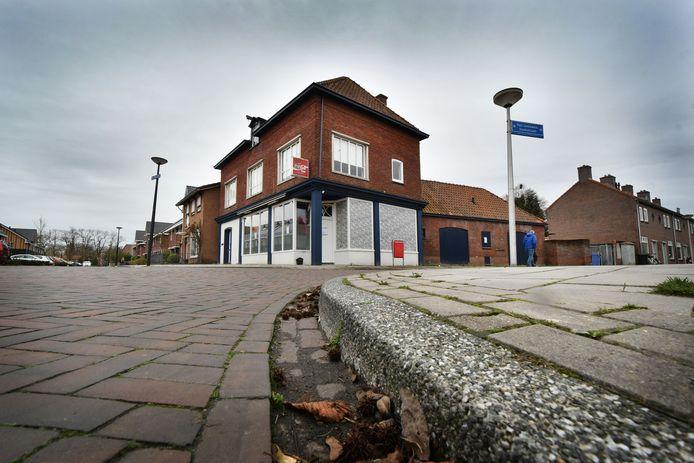 Het pand waar op 13 november 2018 de viervoudige moord is gepleegd: de vroegere growshop aan de Van Leeuwenhoekstraat.