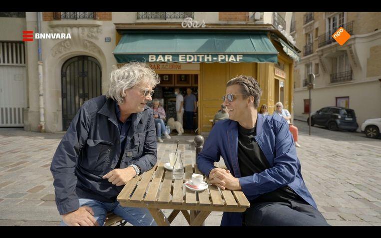 Matthijs van Nieuwkerk en Rob Kemps op Place Edith Piaf. Beeld