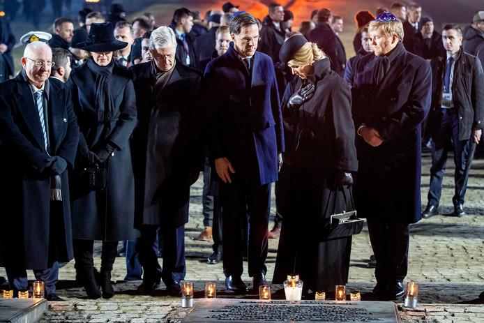 Koning Willem-Alexander, koningin Máxima en premier Rutte tijdens de Internationale Holocaust Herdenking in het voormalige kamp Auschwitz-Birkenau.