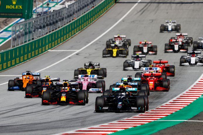 Valtteri Bottas (r) won vorige week de eerste race van het seizoen.