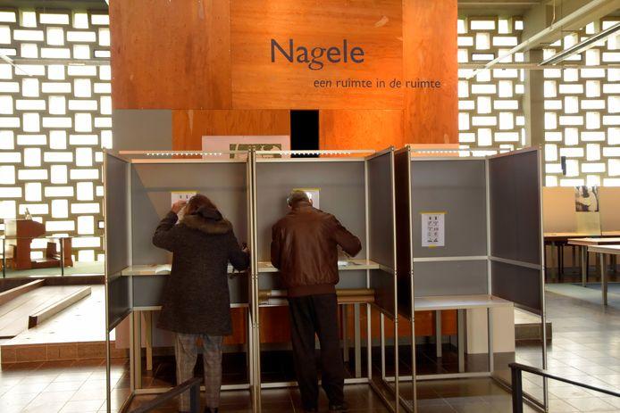 Kiezers in Nagele (Flevoland) brengen hun stem uit voor de Provinciale Staten en Waterschappen.