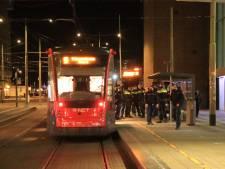 Passagiers weigeren mondkapje te dragen, grimmige sfeer in tram