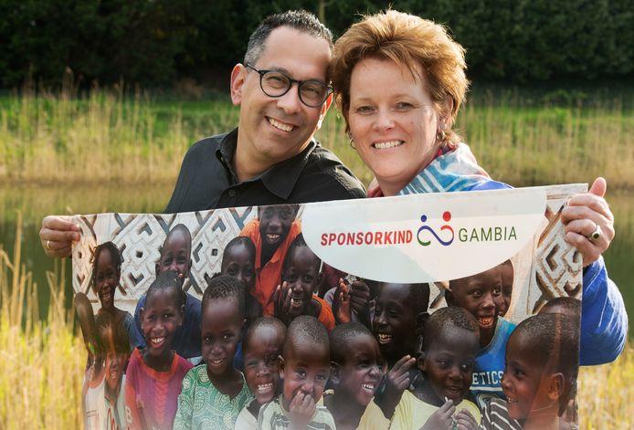Vrijwilliger Bertine Zaaijer met haar man Rafael Eijkelkamp.