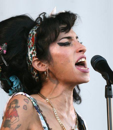 """La famille d'Amy Winehouse se sent """"trahie"""" par le livre du meilleur ami de la défunte chanteuse"""
