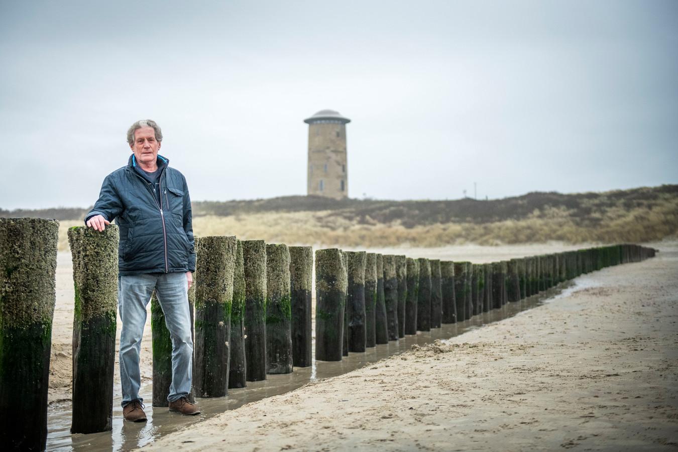 """Theo Willemstein:  ,,Paalhoofden staan vooral langs de Zeeuwse kust omdat de stroom- en vaargeulen dichtbij het strand liggen, we smalle stranden hebben en grote getijverschillen."""""""
