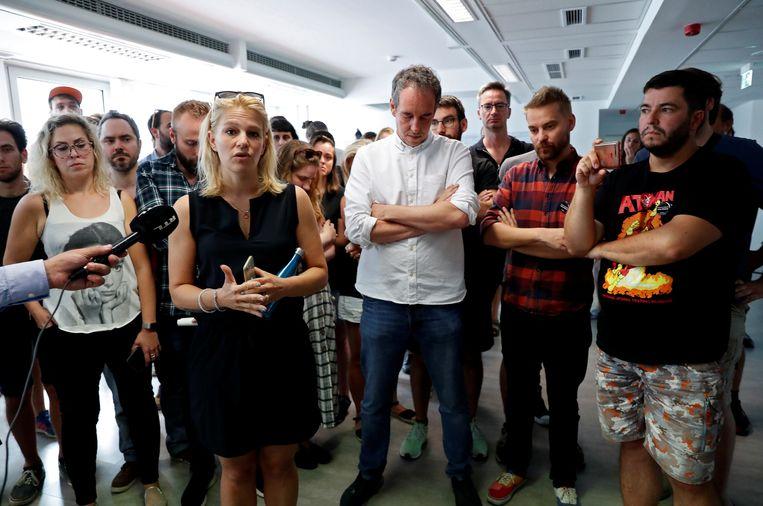 Veronika Munk met haar collega's van de site Index. Beeld Reuters