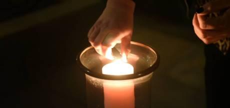 Almelo brandt massaal een kaarsje voor Lotte
