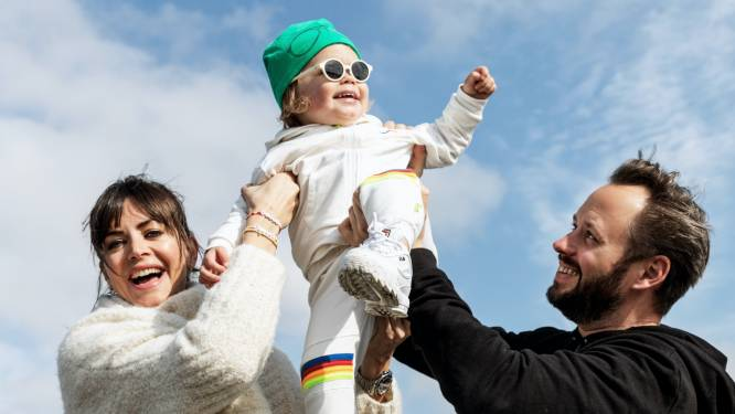 "Astrid en Bram Coppens, trotse ouders van Billie-Ray, ontwerpen samen kinderkleding: ""We willen Billie-Ray genderneutraal kleden"""