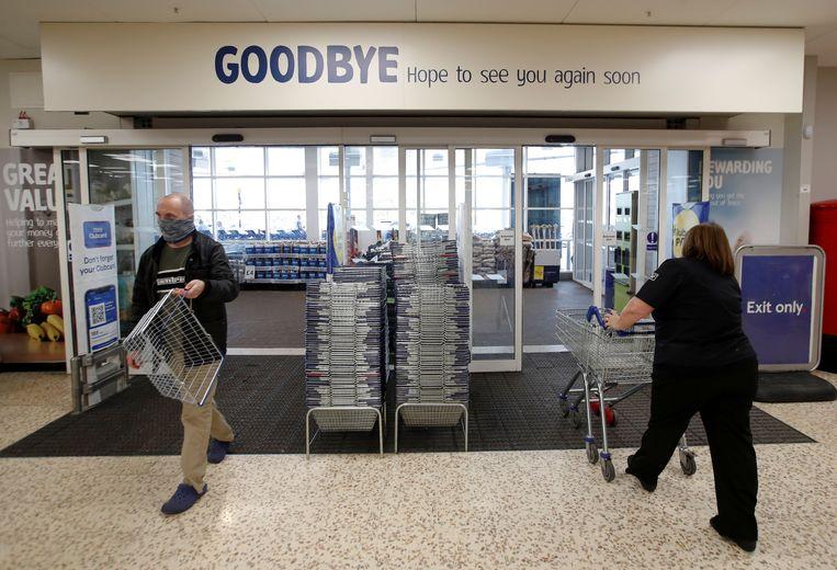 Een Tesco-supermarket in Hatfield. De supermarktketen heeft problemen met de bevoorrading en zegt dat verse producten verloren gaan. De oorzaak is het tekort aan chauffeurs in het Verenigd Koninkrijk. Beeld Reuters