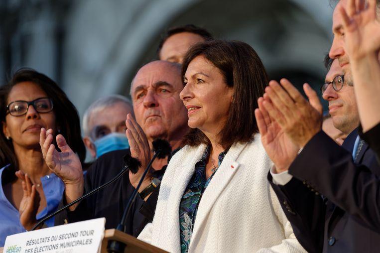Anne Hidalgo, burgemeester van Parijs, is verontwaardigd en een beetje trots op de boete voor haar stad. Beeld NurPhoto via Getty Images