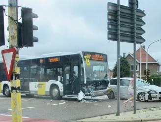 Lijnbus en wagen botsen, bestuurder blijkt onder invloed