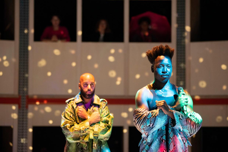 Performer Gavin-Viano (rechts) en begeleidend pianist Joachim Henriëtta op de opening van Amsterdam Fringe Festival 2020. Beeld Annelies Verhelst