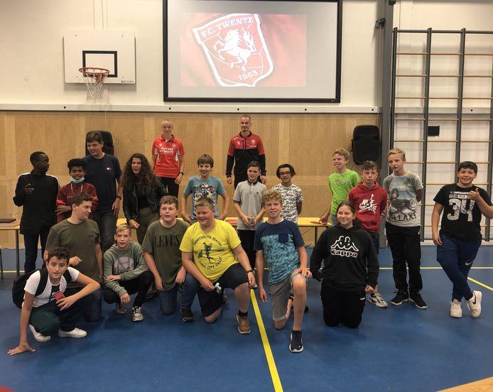 """Dyonne Aberson: """"De jongeren vonden het vorige week supergaaf om de FC Twente-spelers te zien. Ondertussen leerden ze om goede vragen te bedenken en dus actief bezig te zijn met taal."""""""