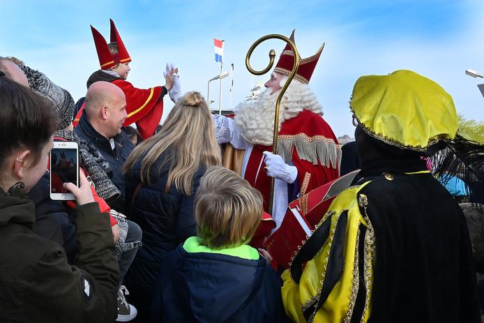 Intocht Sinterklaas start bij veerstoep.