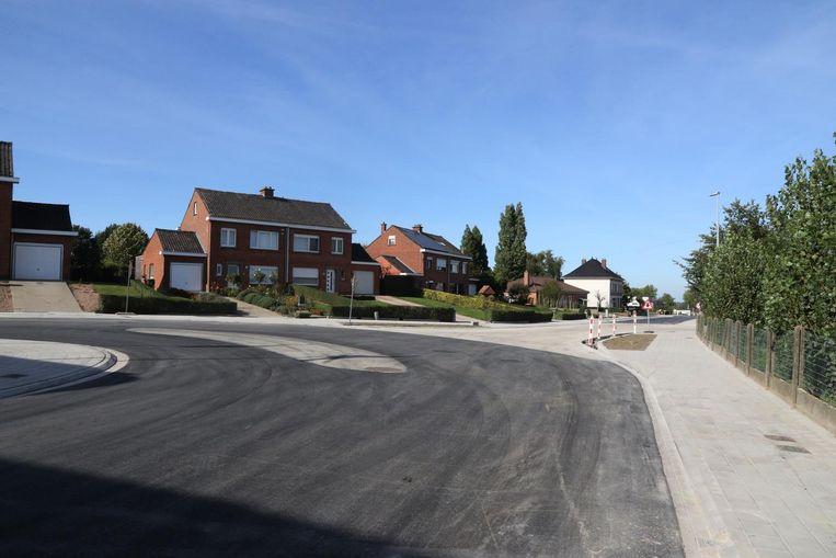 Het deel Bossenstraat-Ieperstraat, richting Ieper is afgewerkt. De verkeerssituatie werd wel veranderd. De Ieperstraat is nu geen voorrangsweg meer.