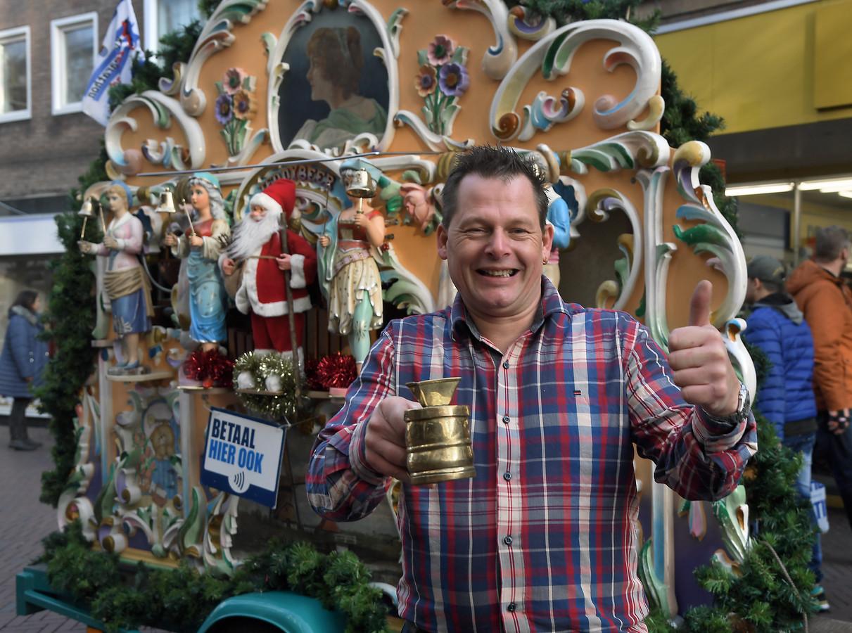 Peter Dekker, altijd positief, met zijn draaiorgel in Middelburg.
