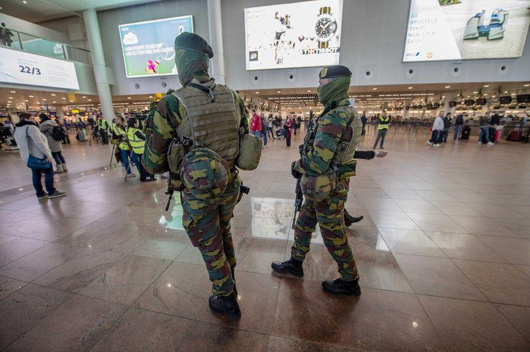 Militairen bij de herdenking van de aanslagen op de luchthaven Brussels Airport van 2016.
