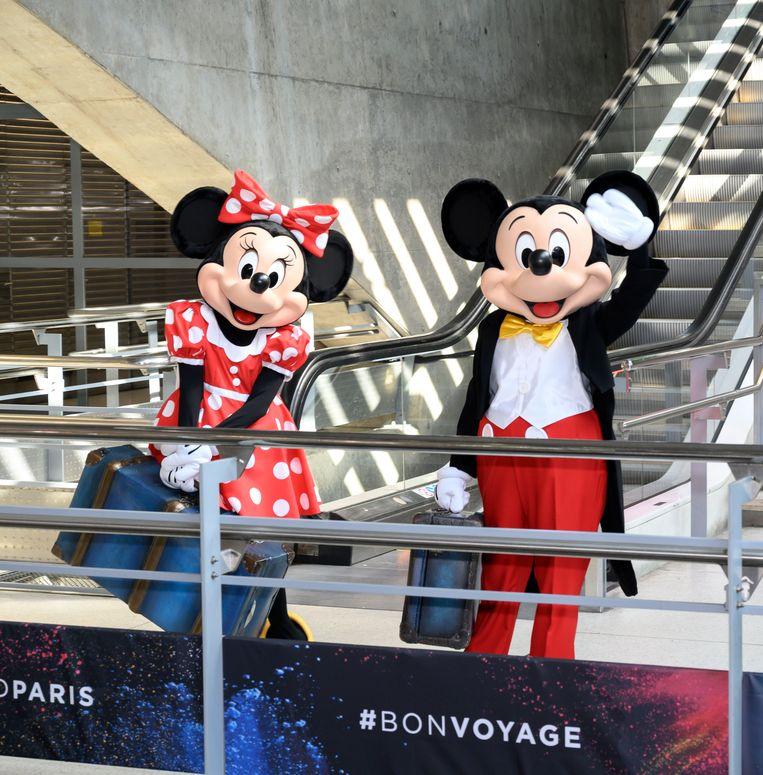 Mickey en Minnie Mouse verwelkomen op gepaste wijze de eerste passagiers van de Thalys.