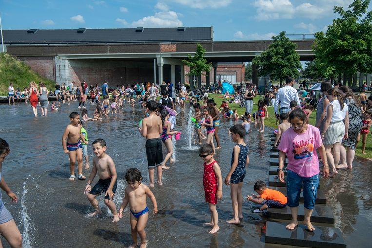Warm zomerweer in Park Spoor-Noord. Beeld ID Patrick De Roo