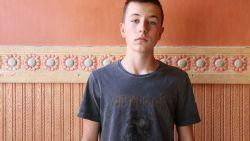 """Vijftiental jongeren slaan 15-jarige Timmy in elkaar in het park: """"Ze bleven maar schoppen, tot ze mijn gsm hadden"""""""