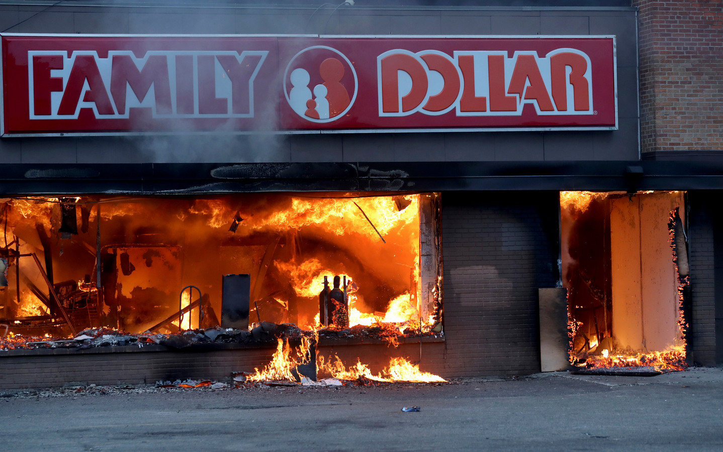 In Minneapolis gingen winkels in vlammen op.
