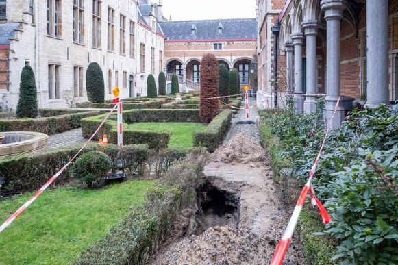 MECHELEN - Archeologische vondsten op het binnenplein van het gerechtsgebouw