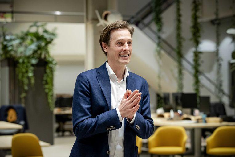 Volt-lijsttrekker Laurens Dassen reageert in Den Haag op de uitslagen voor de Tweede Kamerverkiezingen. Beeld ANP