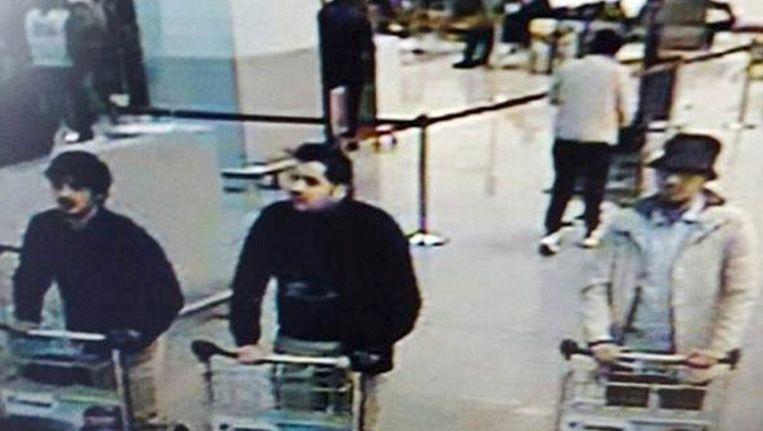 Beelden van de bewakingscamera in de luchthaven van Brussel. Beeld REUTERS