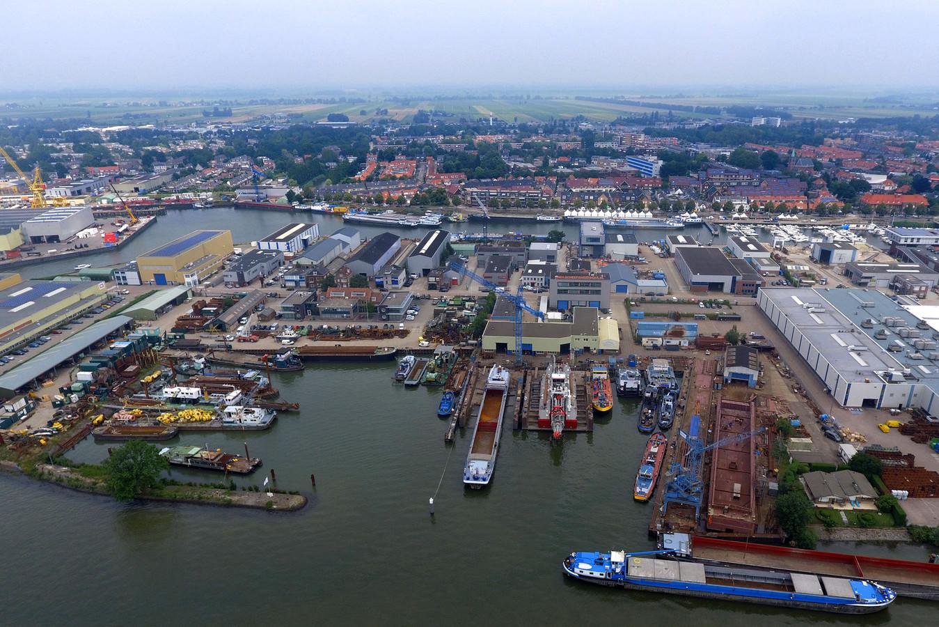 Watergebonden bedrijven in Sliedrecht moeten vooral op de oever zitten, zoals hier aan de Merwede.