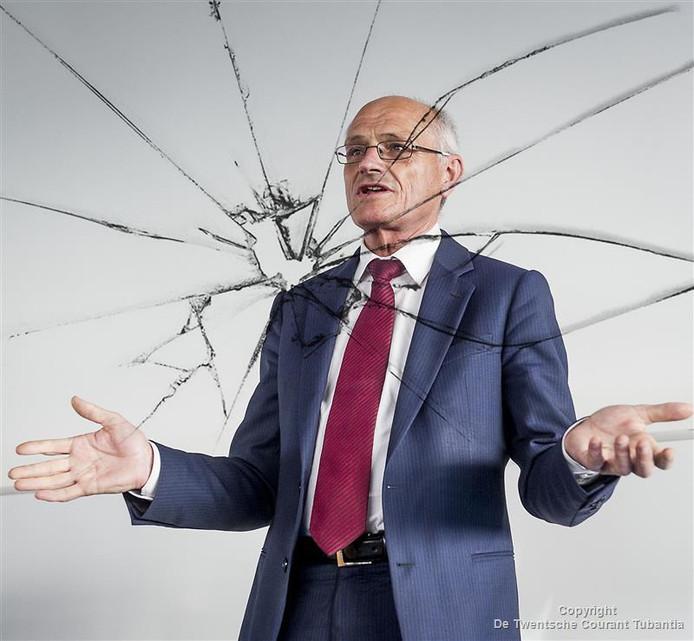 Gerard Sanderinks imago heeft flinke barsten opgelopen door de rechtszaken waarin hij met zijn ex-vriendin en directieleden die voor hem werkten in verzeild is geraakt.