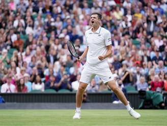 WIMBLEDON. Hurkacz stunt tegen Medvedev en treft Federer - Nummer één Barty ontmoet Kerber in halve finale, Sabalenka vindt Pliskova op haar weg
