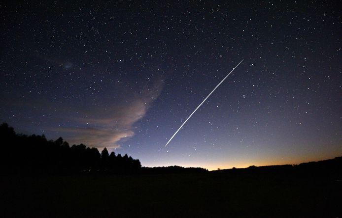 Een Starlink satelliettreintje.