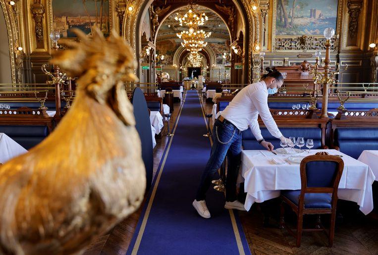 Wie op z'n Frans wil dineren moet vanaf augustus in het bezit zijn van een 'passe sanitaire'.  Beeld Reuters