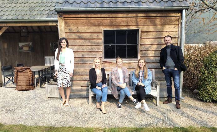 Schepen Yoleen Van Camp, de zussen Florence, Claire en Marie Luyten van Houthandel Luyten en retailcoach Steven Bollé