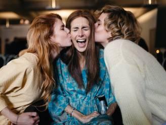 """COLUMN. Lara Switten (35) mama van 3 die strijdt tegen kanker: """"Het heeft lang geduurd voor ik besefte dat vriendinnen niet komen om picture perfect Lara te zien. Ze komen voor mij. Gewoon Lara."""""""