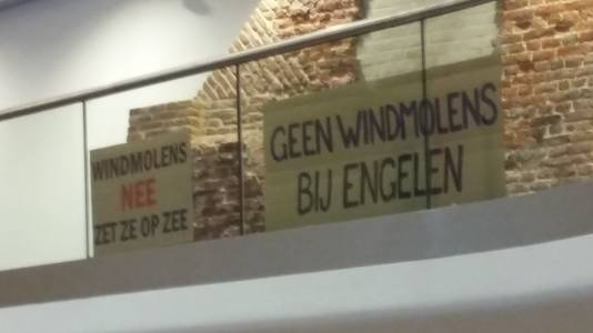 Protest tijdens de commissievergadering in Den Bosch over windmolens op De Rietvelden.
