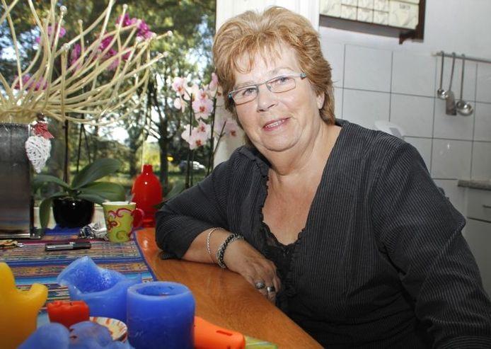 Thea Jansen mist de gezelligheid van vroeger in Ubbergen. foto Sharon Willems/De Gelderlander