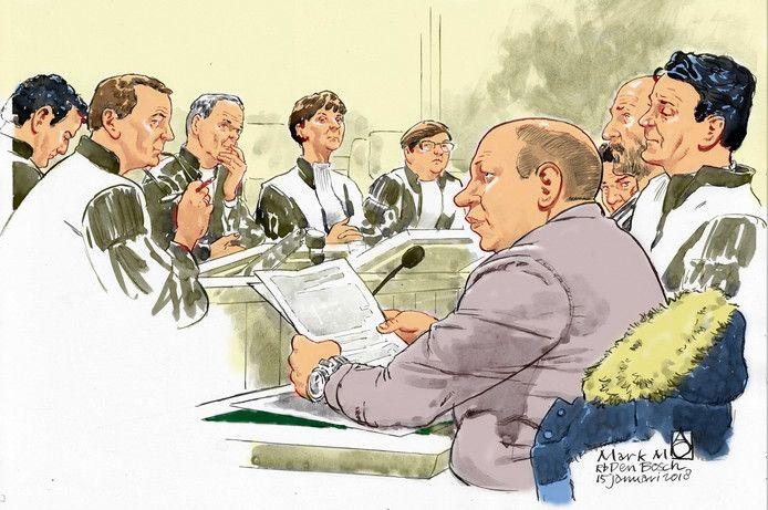 Mark M. zoals rechtbanktekenaar Aloys Oosterwijk hem gisteren in Den Bosch tekende. Rechts van hem advocaat Jan-Hein Kuijpers. In het midden rechtbankvoorzitter mevrouw M. Klinkenbijl.