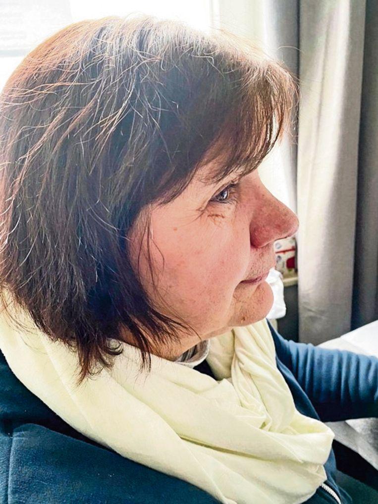 Zorgverlener Sandra Passchyn: 'Soms moest ze van haar man de hele nacht opblijven om te poetsen.' Beeld Humo