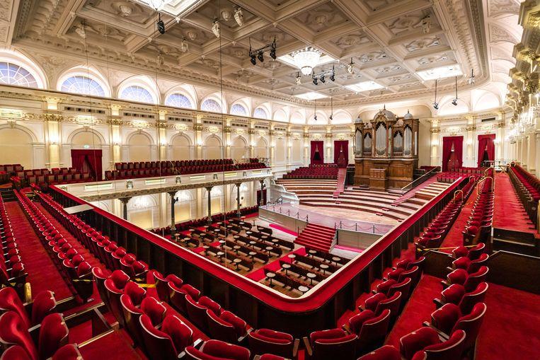 De grote zaal van het Concertgebouw is stil en leeg. Met testen voor toegang worden hier vanaf deze maand weer mensen toegelaten. Beeld ANP