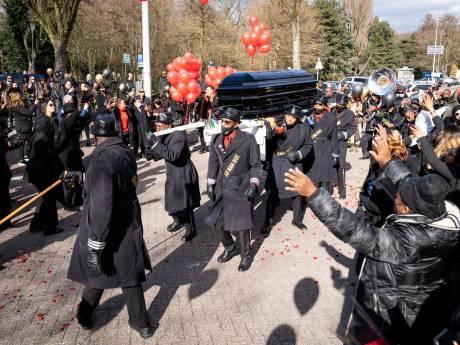 Groots afscheid met ballonnen en witte paarden voor verongelukte influencer Jaysira Ravenberg