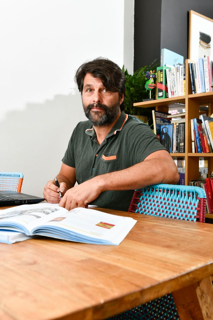 Jeroen van Haute  is leraar 6de middelbaar en is alert voor jongeren die het moeilijk hebben