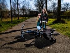 Engeltje op schouder van Myrthe (7) uit Deventer is een held, mama Kathelijn is woest op scooterrijder